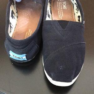 Toms Women's Canvas Size 6.5 Black slip on shoe